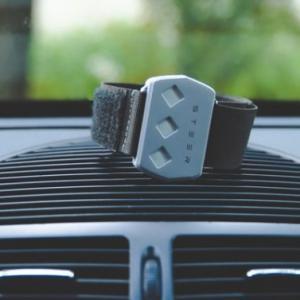 Steer, el wearable que te da choques eléctricos para que no te duermas mientras conduces