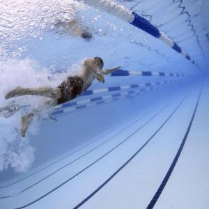 Beneficios de nadar para el ce..