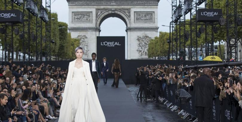 Li Yuchun shines at L'Oréal fashion show in Paris