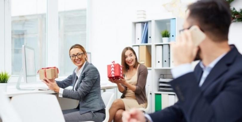 How to use personalised corporate gifts to market a business