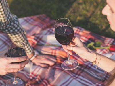 5 Romantic Ways - You Can Amaz..