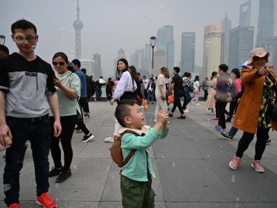 China's population growth is c..
