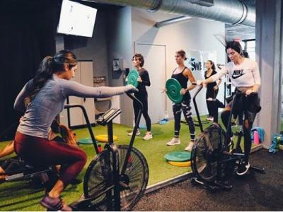 Why boutique fitness studios a..
