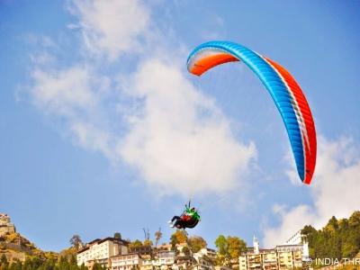 Paragliding In Bir Billing: Ev..