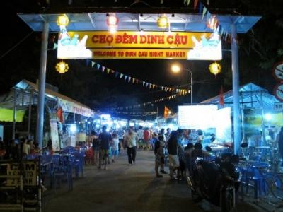 Phiên chợ tối Dinh Cậu Phú Quố..