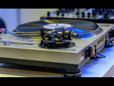 best turntable under 300 with ..